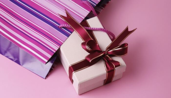 Pink gift. Gifts for Moms at The Busy Creative
